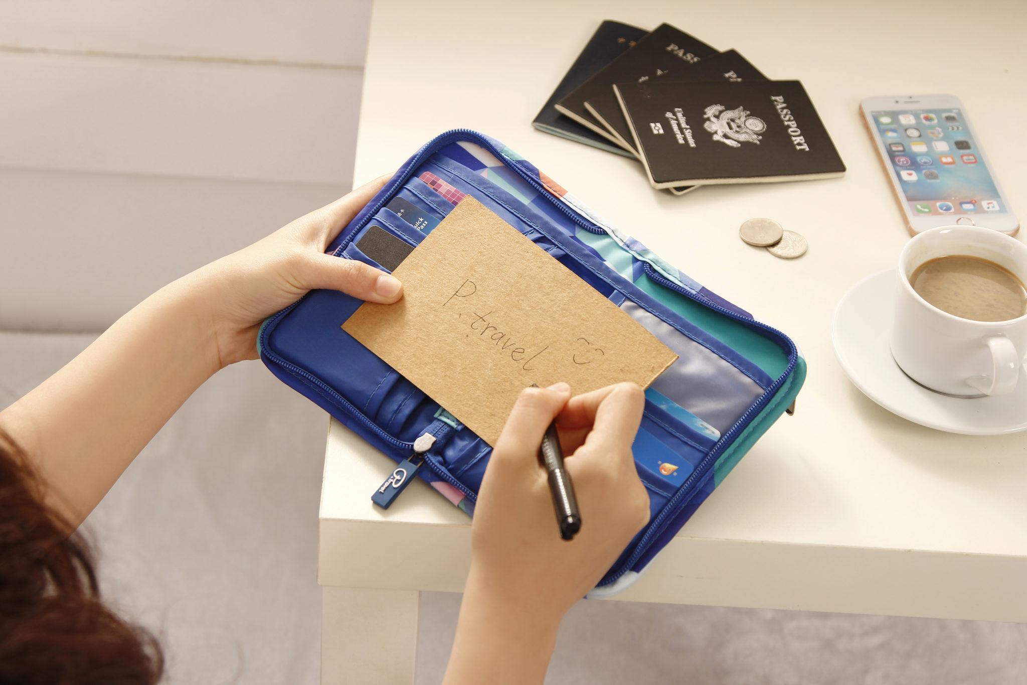 lierre-ca-travel-passport-holder-travel