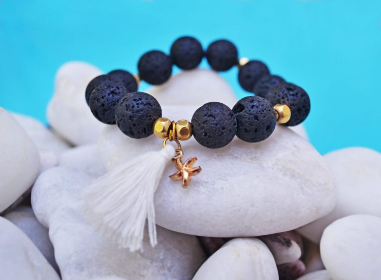 What Essential Oils Should I Combine with my Lava Stone Necklace – see our list!