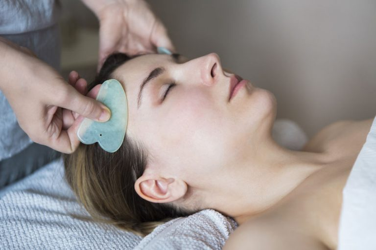 What is the Best Way to do a Facial Gua Sha Massage – read here!